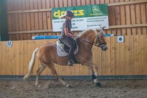 Aurora-Chérie das erste Mal mit Besitzerin Susanne im Sattel - August 2015
